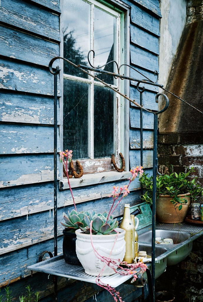 """The studio's outdoor sink is for washing brushes and [arranging flowers](https://www.homestolove.com.au/sydney-florist-myflowerman-19971
