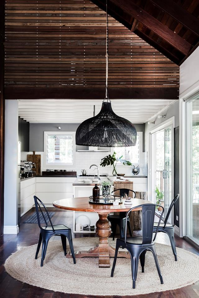 """The dining table in a newly built [cedar and steel home](https://www.homestolove.com.au/newly-built-cedar-and-steel-home-in-the-currumbin-valley-6764