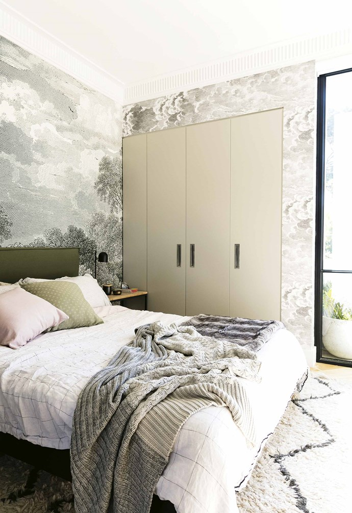 """**Wallpaper wonder** In [stylist Jono Fleming's apartment](https://www.homestolove.com.au/design-ideas-to-steal-from-a-stylists-own-home-16899 target=""""_blank"""") a dreamy mural from [Anthropologie](https://fave.co/2v57UhJ target=""""_blank"""" rel=""""nofollow"""") behind the bed is paired with a [Cole & Son](https://www.cole-and-son.com/en/ target=""""_blank"""" Rel=""""nofollow"""") wallpaper, transforming the space into an escapist's haven. *Styling: Jono Fleming   Photography: Jacqui Turk*."""