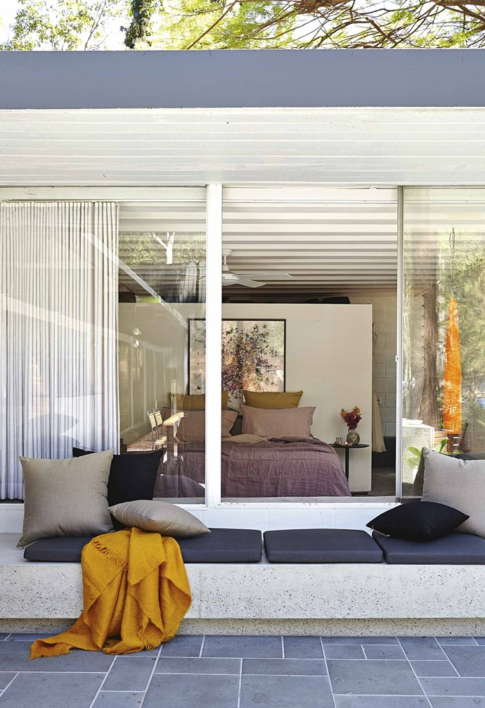 """**Window view** Large sliding windows create an airy feel to this bedroom and invites the outdoors in in this [renovated mid-century modern 60s home](https://www.homestolove.com.au/original-60s-home-stands-the-test-of-time-18135 target=""""_Blank""""). *Styling: Kara Rosenlund   Photography: Alicia Taylor*."""
