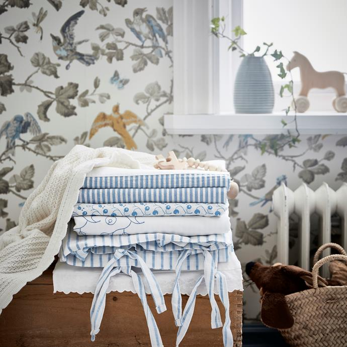 GULSPARV baby textile collection comes in a beautiful traditional style and includes quilt covers, a rug, blanket and curtains made from 100% sustainable cotton.