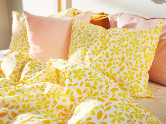 JUVELBLOMMA Queen Quilt Cover Set, $19.99.