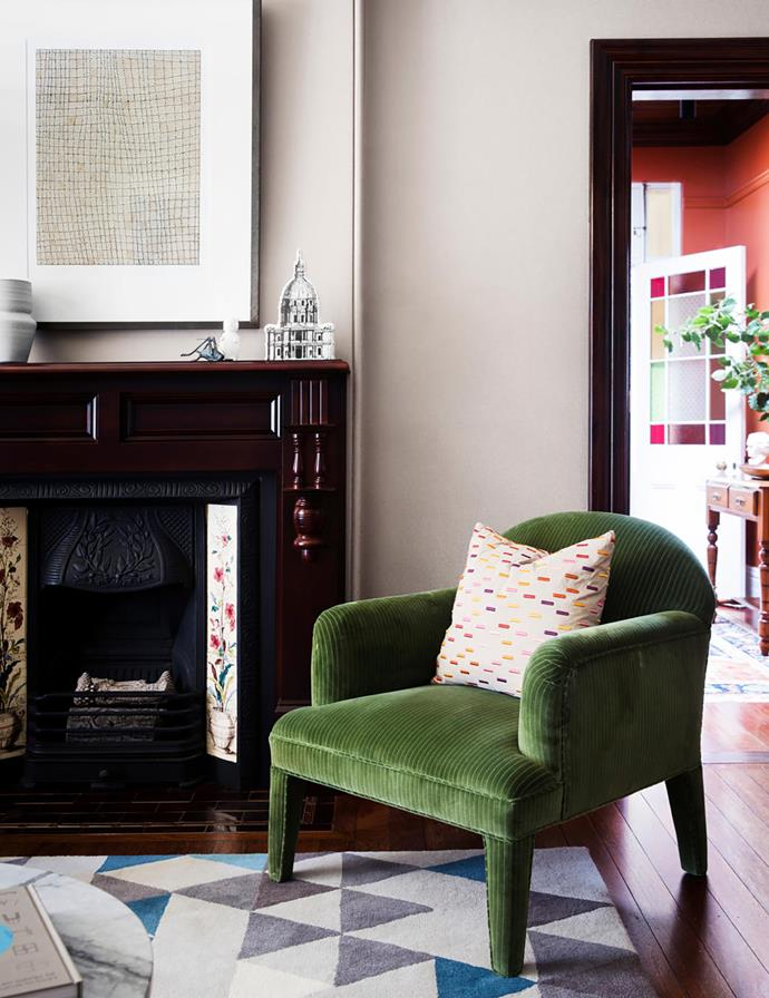 Sophisticated grasscloth wallpaper from Domestic Textile Corporation complements both the original fireplace and contemporary soft furnishings. Vintage armchair, Rudi Rocket, covered in Etro velvet from Seneca Textiles. Artwork by Dorothy Napangardi. Custom rug, Tappeti Fine Handcrafted Rugs+Carpets.