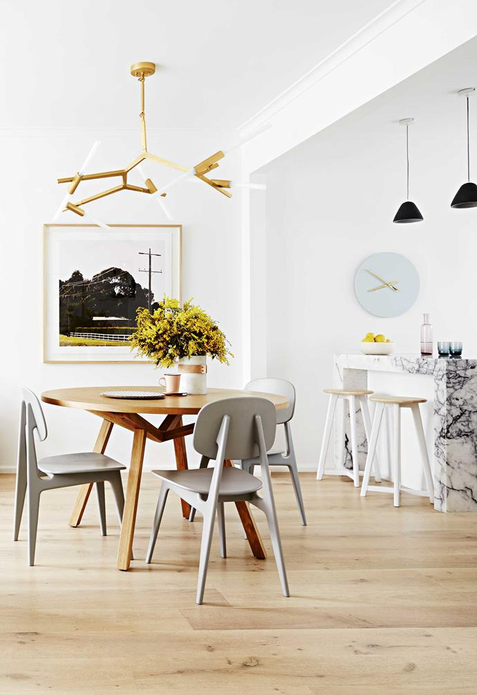 The use of a round dining table encourages an easy flow of traffic through the open plan space.