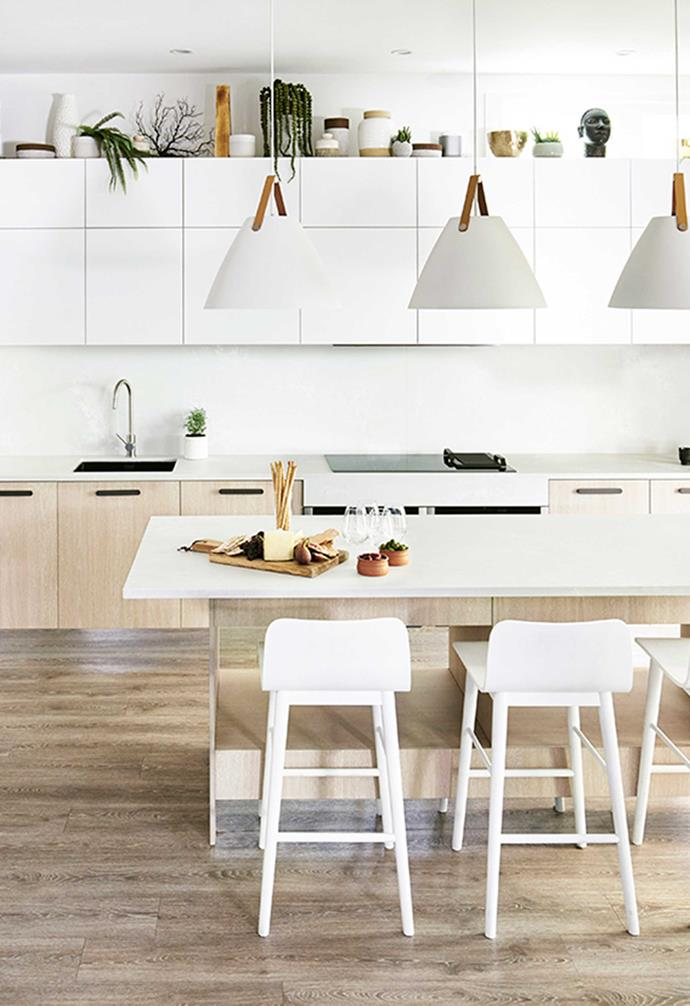 "A trio of sculptural pendant lights hang above the kitchen island in [Darren Palmer's kitchen](https://www.homestolove.com.au/darren-palmer-bondi-beach-kitchen-6422|target=""_blank""). *Kitchen: [Freedom Kitchens](https://freedomkitchens.com.au/