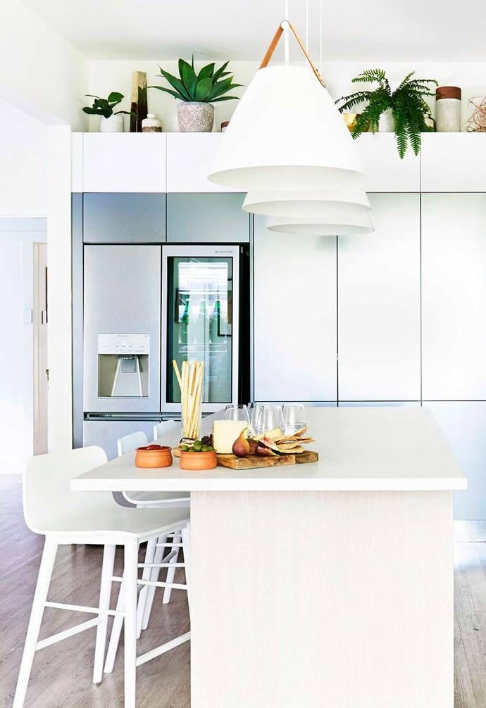"An [LG SIGNATURE](https://www.lg.com/au/lg-signature|target=""_blank""|rel=""nofollow"") fridge is the highlight of [Darren's kitchen](https://www.homestolove.com.au/darren-palmer-bondi-beach-kitchen-6422|target=""_blank""). *Kitchen: [Freedom Kitchens](https://freedomkitchens.com.au/|target=""_blank""|rel=""nofollow""); Photography: John Paul Urizar.*"
