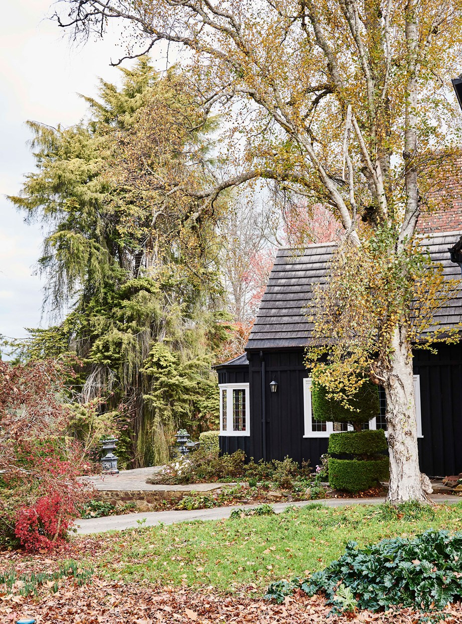 "This [Tudor style homestead](https://www.homestolove.com.au/tudor-style-homestead-australia-20109|target=""_blank"") with a dark timber exterior proves that even older cottage style homes can benefit from a bold exterior makeover."