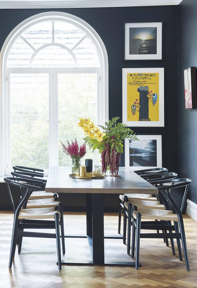 """A [renovated post-war brick bungalow](https://www.homestolove.com.au/post-war-brick-bungalow-perth-19521 target=""""_blank"""") in Perth features dark walls in the kitchen and dining area that create a stark contrast with a crisp white trim and skirting. *Styling: Lisa Quinn-Schofield   Photogrpahy: Jody D'Arcy*."""