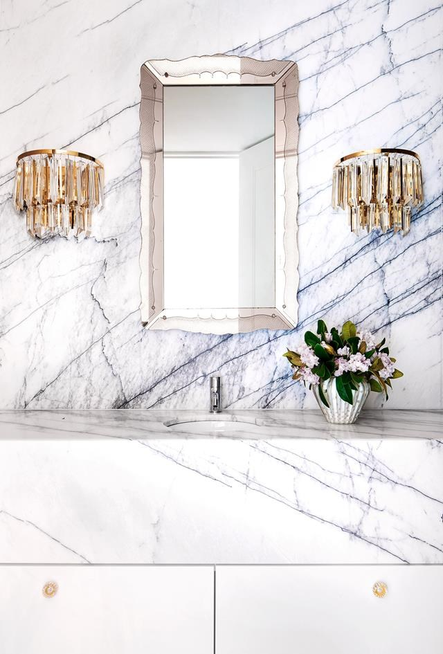 """Interior designer David Hicks has transformed the tired and outdated interior of this [half-apartment](https://www.homestolove.com.au/half-floor-apartment-st-kilda-6403