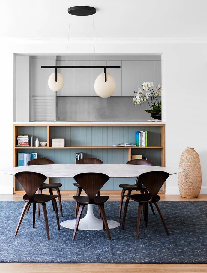 "Faced with a blank canvas Arent & Pyke focused on creating a personality for [this home](https://www.homestolove.com.au/how-to-infuse-warmth-into-a-contemporary-home-4628|target=""_blank"") that perfectly matched the owners. In the elegant dining room hangs a 'Gala' chandelier from Living Edge. *Photograph*: Felix Forest 
