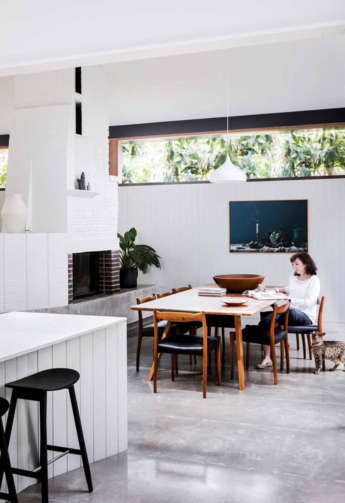 "**Dining area** Various levels of shelving around the fireplace reflect the home's overall design: a series of descending platforms. Dining table by [Graybuilt](https://www.graybuilt.com.au/|target=""_blank""