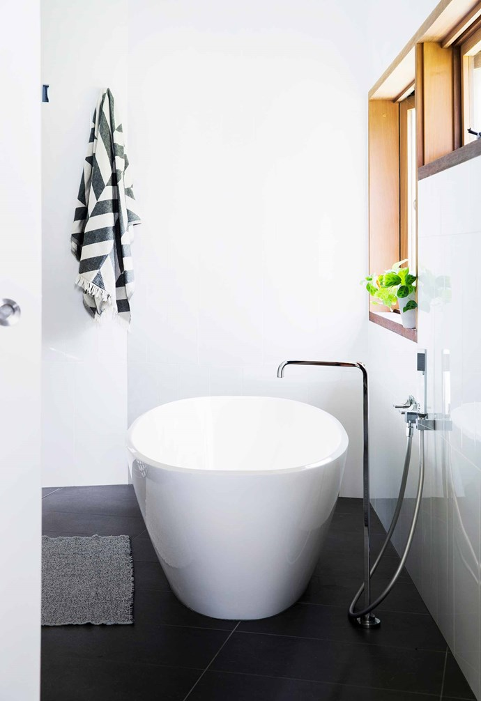 "**Ensuite** Mounting the [Victoria + Albert](https://vandabaths.com/aus/australasia/|target=""_blank""