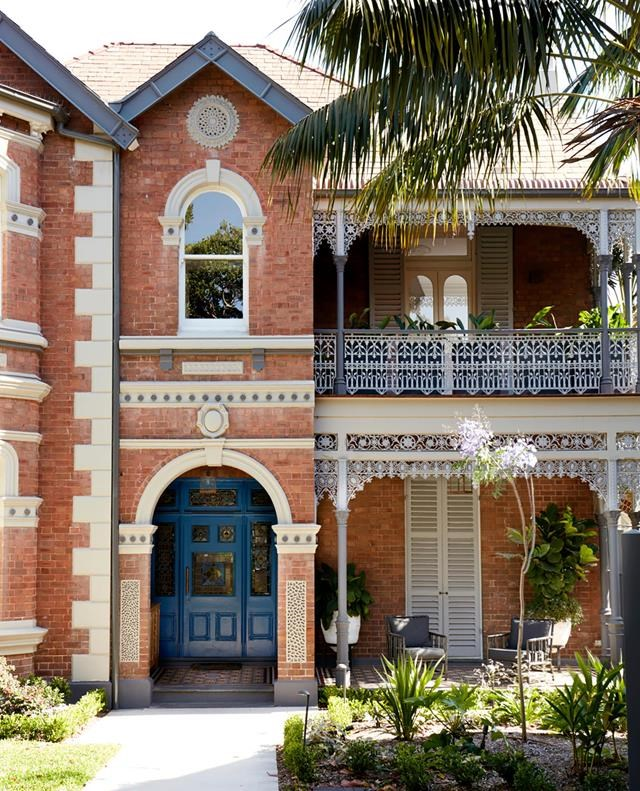 """This [imposing facade](https://www.homestolove.com.au/heritage-home-sydney-receives-sensitive-update-20172 target=""""_blank"""") has been restored by Suzanne Gorman and features a front door painted in 'Dulux Traditional Cobalt Blue'. *Photograph*: Prue Ruscoe. *Styling*: Amanda Mahoney. From *Belle* May 2019."""