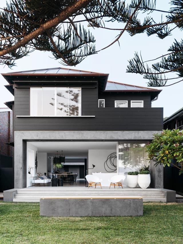 """[This exterior](https://www.homestolove.com.au/beachside-home-in-sydney-inspired-by-its-location-20012 target=""""_blank"""") is deceiving. """"It looks a bit more like a timber cottage but much of it is built with concrete and masonry walls and clad in cedar boards,"""" says Anthony Dukes of Dukes Workshop. Interior design by Pamela Makin. *Photograph*: Felix Forest. From *Belle* May 2019."""