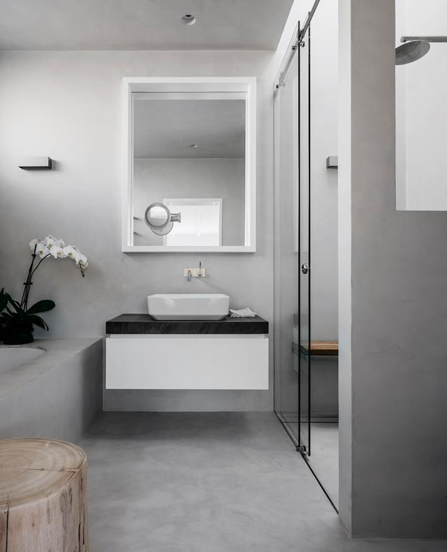 "Concrete floors and walls in the bathroom create an industrial-chic aesthetic in this [coastal home](https://www.homestolove.com.au/preview/beachside-home-in-sydney-inspired-by-its-location-20012|target=""_blank"") designed by Pamela Makin. *Photograph*: Felix Forest. From *Belle* April 2019."