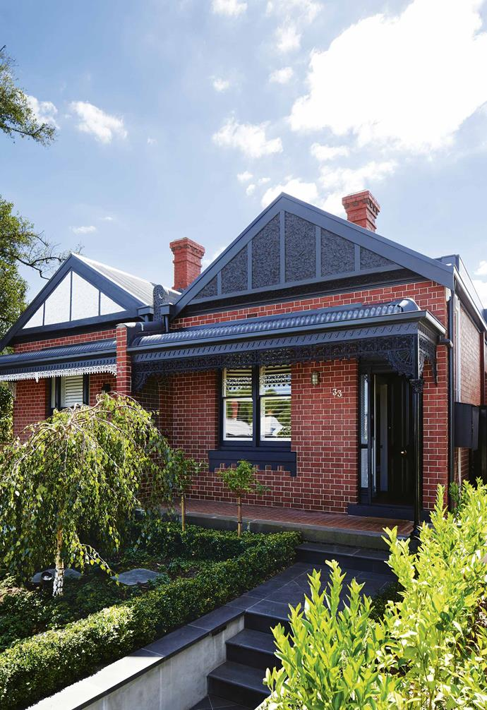 "Trimmed hedges and young trees create a traditional and formal look in the front garden of this [renovated Edwardian house](https://www.homestolove.com.au/modern-edwardian-semi-renovation-18524|target=""_blank""). The rich greenery creates a striking contrast against the home's red brick facade. *Design: [Sarah Harris Design](http://sarahharrisdesign.com.au/