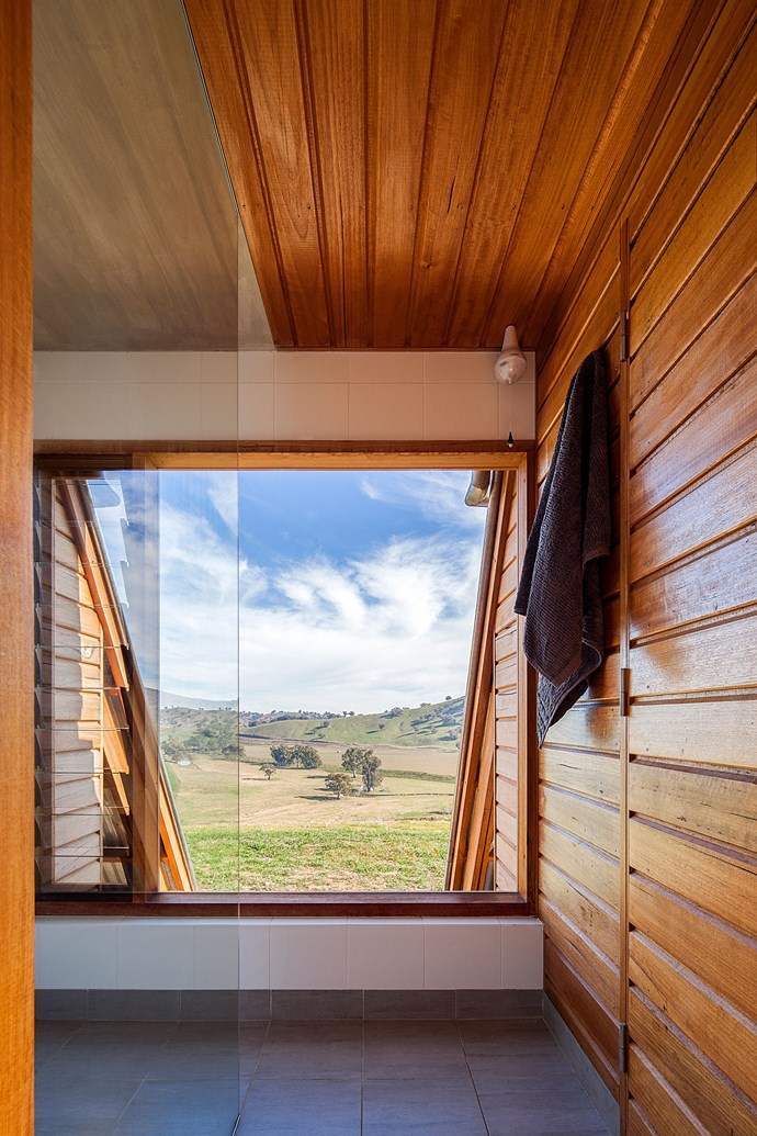 """Even the bathroom enjoys sweeping views. The secluded location of the cabin means privacy is not a problem. *Photo: [Kimo Estate](http://www.kimoestate.com/
