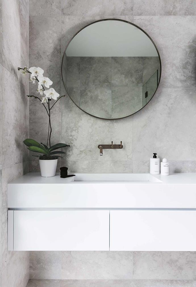 "In this [renovated weatherboard home](https://www.homestolove.com.au/bellamumma-nikki-yazxhi-home-tour-16880|target=""_blank"") a circular mirror with brass trim is paired perfectly with brass tapware. *Design: Nina Mayer Interiors 