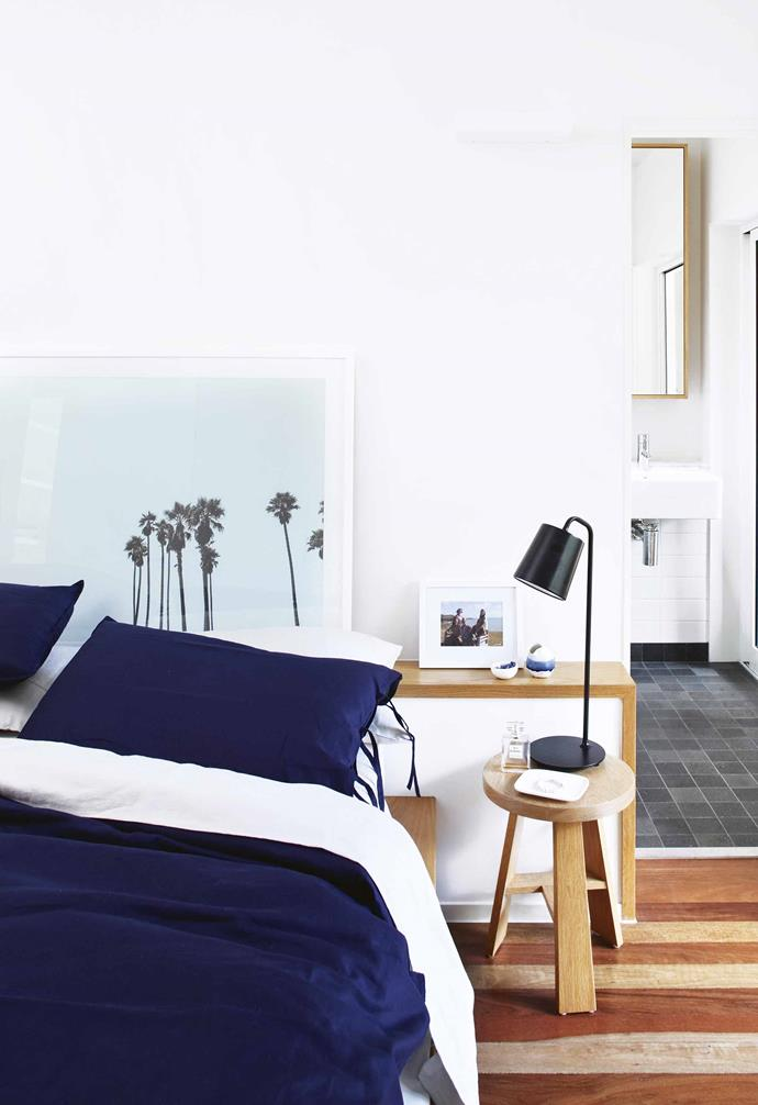 "A simple**bedside lamp** in the bedroom of this [Noosa beach house](https://www.homestolove.com.au/beach-house-noosa-18843|target=""_blank"") by [Teeland Architects](https://www.teeland.com.au/