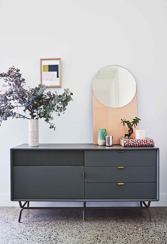 """**Hallway** A console in the hallway is the perfect place to display objets. Hello Polly print, [Life Interiors](https://www.lifeinteriors.com.au/ target=""""_blank"""" rel=""""nofollow"""").<br><br>*For more details on Allison's work, visit [Green Apple Interiors & Design](https://www.greenappleid.com.au/ target=""""_blank"""" rel=""""nofollow"""").*"""