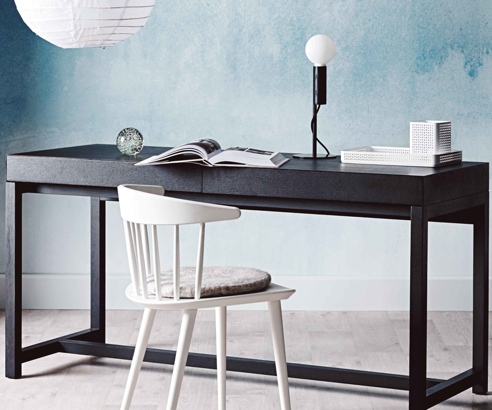 How to decorate a minimalist home office