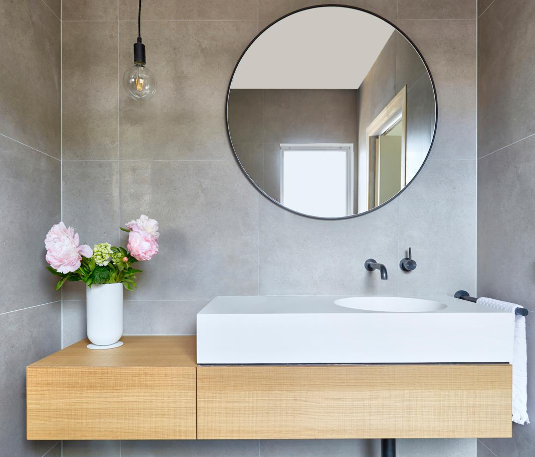 10 small bathroom organisation tips to maximise space