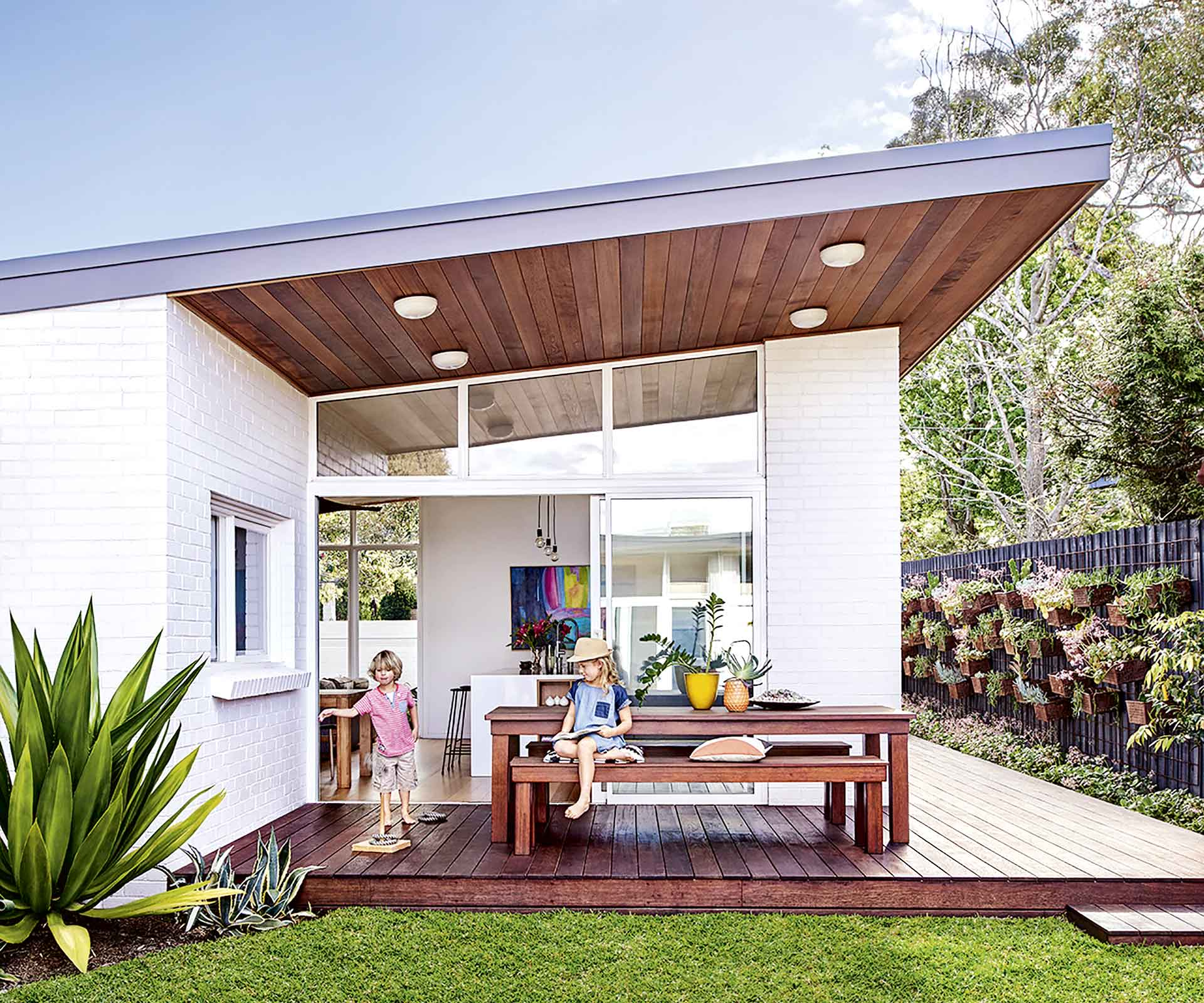 A mid-century weatherboard house was given a retro revamp | Inside Out