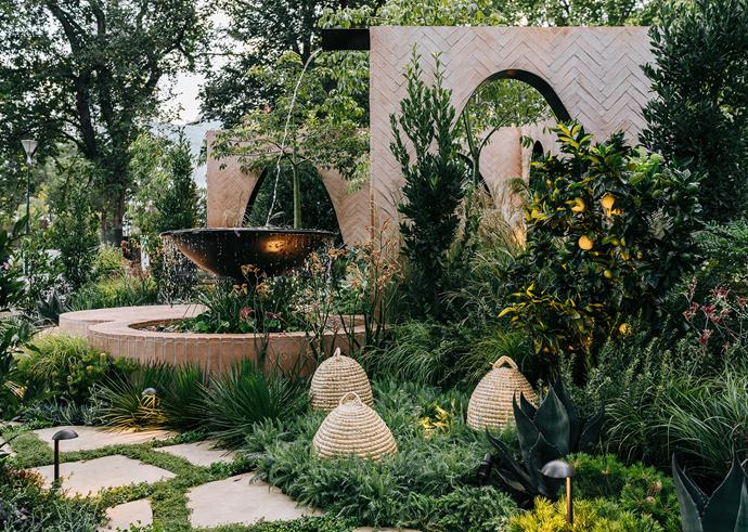 The design included an orange tree and straw bee skeps to show how a diverse palette of exotics, natives, productive and pollinator plants can thrive in an urban scenario.