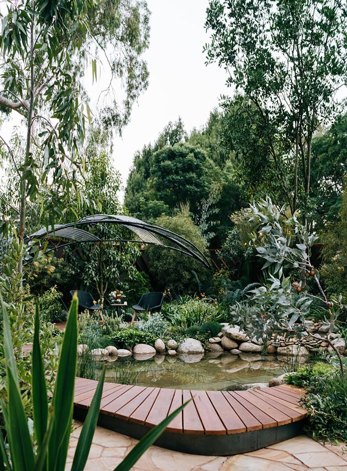 The lagoon gives this garden a tranquil character