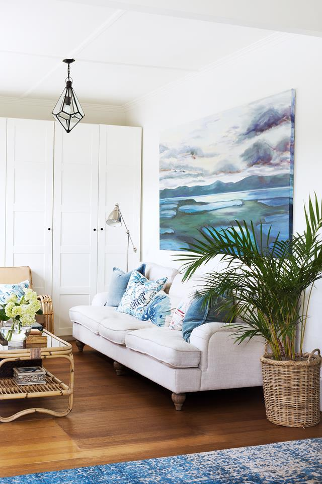 """Owner Kate Walker enlisted the help of her sister, Amy Spargo of Maine House Interiors design studio. Together, they've created an inviting [coastal Hamptons home](https://www.homestolove.com.au/hamptons-style-home-in-coastal-victoria-6266