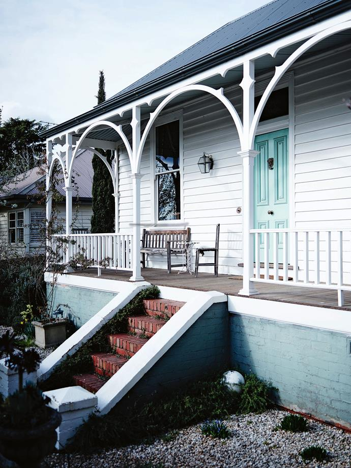 """The home exterior is painted in [Dulux Antique White USA](https://www.homestolove.com.au/dulux-white-paint-colours-5396