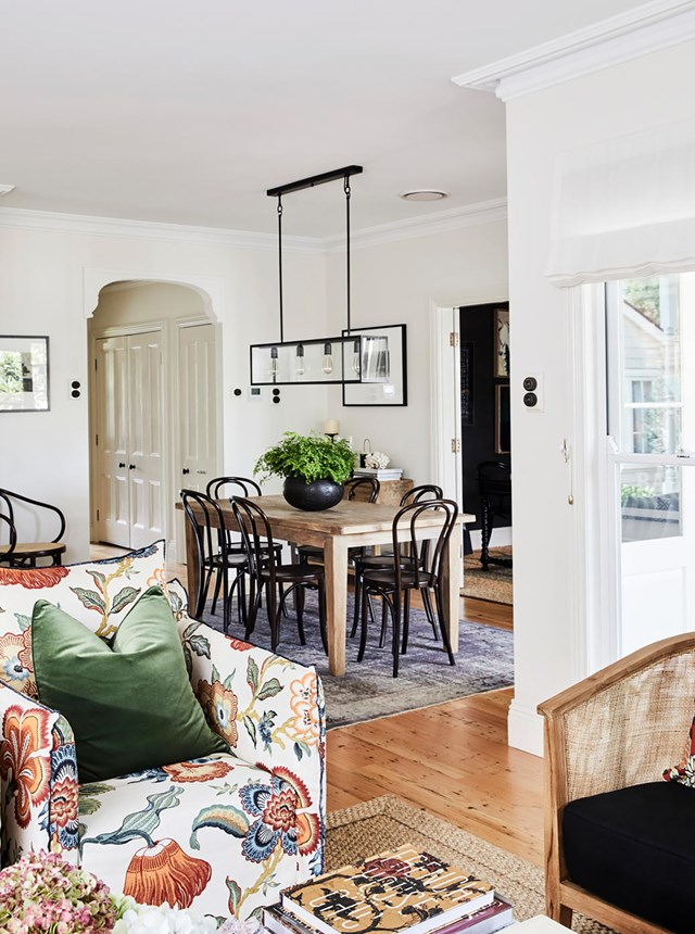 "Cottages dressed in floor-to-ceiling shades of blue and yellow overlaid with clashing floral prints are *so done*. This [renovated cottage in Berry](https://www.homestolove.com.au/charming-weatherboard-cottage-in-berry-20329|target=""_blank"") gets the balance between pared-back and vibrant just right. The owners decorated with the belief that ""a country home allows some freedom and some creative licence for colours, patterns and textures to intersect more."""