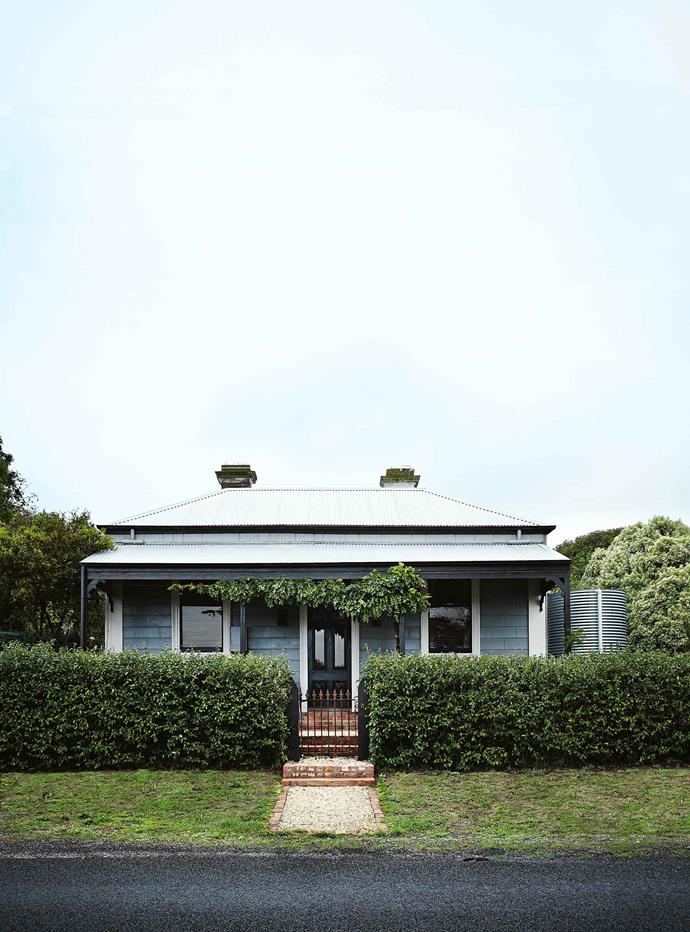 "The historic [bank turned country home](https://www.homestolove.com.au/home-conversion-ideas-19765|target=""_blank"") is painted in Dulux's Tristan. The house was built around 1880 as a branch of the Bank of Australasia, with the bank chambers in the front two rooms, and a residence behind. It became part of ANZ in 1951 and closed in 1979. From around 1904, the residence was home to the local blacksmith. ""He set up his smithy in our very decrepit shed and evidence of the blacksmith's activity is very much present in the garden,"" Andrew says."
