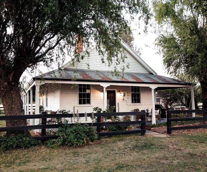 Built in the late 1800s, the Cottage is believed to be one of the oldest homes in the district and is rumoured to be a place that outlaw Ned Kelly frequently visited. It is now a luxurious holiday home that can cater to up to 6 guests.