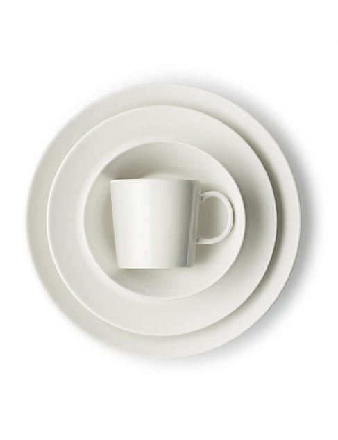 "**CONTEMPORARY**<P> <p>Iitalla's 'Teema' 16-piece **dinner set** in white looks great and works hard too. These sophisticated [porcelain plates](https://www.homestolove.com.au/buyers-guide-to-dinnerware-16572|target=""_blank"") are also oven and freezer safe, which make them ideal for frequent entertainers.<P> <P>'Teema' 16-piece dinner set, $399, from [David Jones](https://fave.co/2JZNBvn
