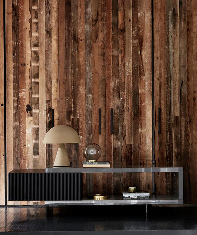 In the entry corridor sits a Minotti 'Aylon' sideboard.