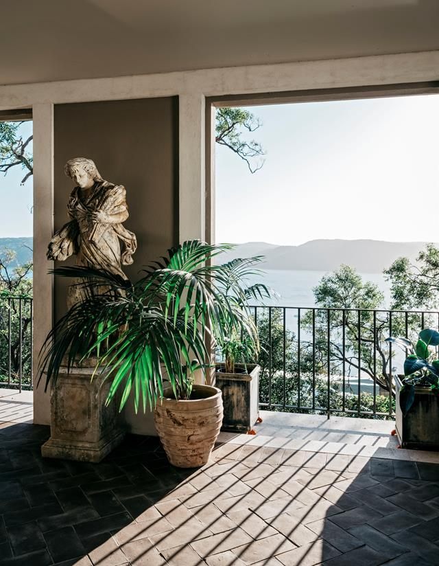 "Vast Pittwater views are enjoyed from this [Palm Beach villa's](https://www.homestolove.com.au/palm-beach-villa-19320 |target=""_blank"") conservatory. From *Belle* November 2018."