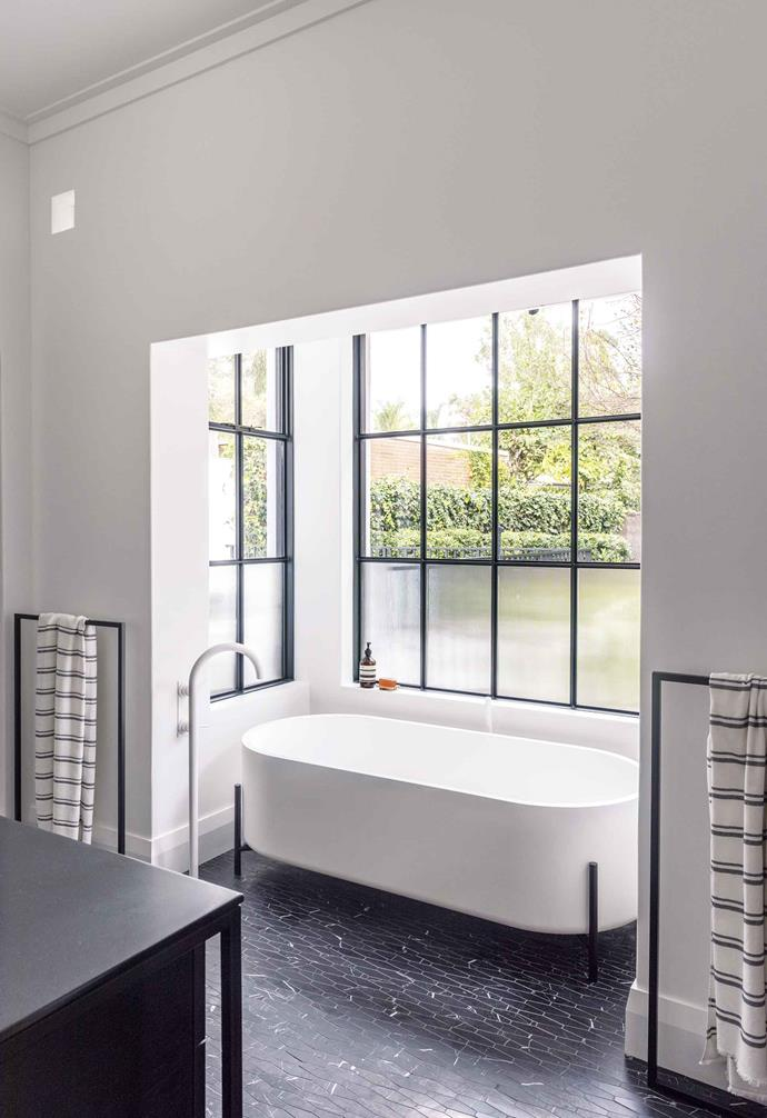 "**Ensuite** Fine-flute and rippled glass on the lower level creates privacy and a sense of enclosure. Tap, [Astra Walker](https://www.astrawalker.com.au/|target=""_blank""