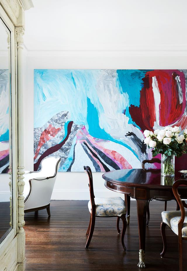"A [traditional terrace house](https://www.homestolove.com.au/updated-traditional-sydney-terrace-house-19625|target=""_blank"") in Sydney's Woollahra, updated and filled with collected treasures, is home to art lover Patricia Roberts. An artwork by Sally Gabori from Alcaston Gallery hangs in the dining room. From *Belle* February/March 2019."
