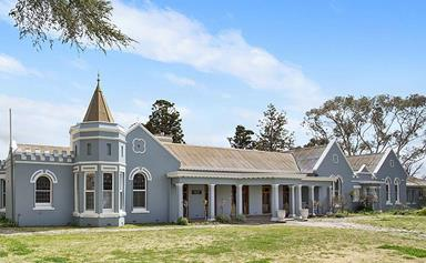 Tour Old Linton House, a grand mansion for sale in Yass, NSW