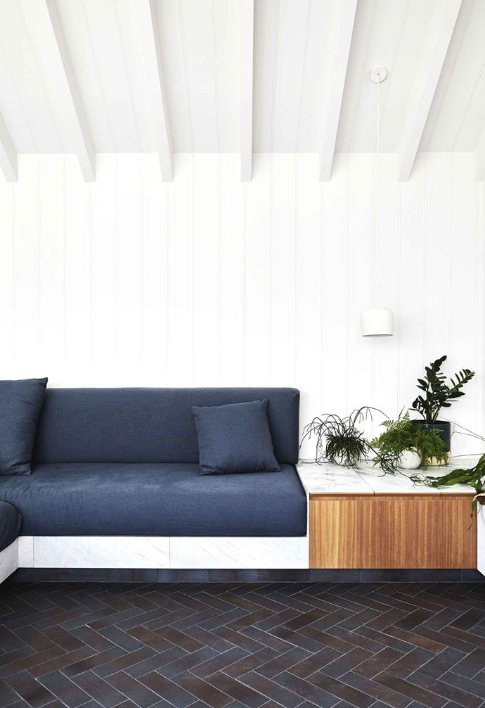 Horizontal beams usually run along the shortest length of the room to bear weight, but running them along the longest wall will make the room seem bigger.