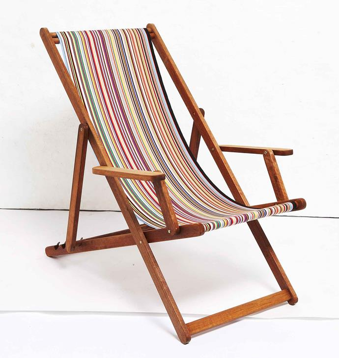Stripes are the most traditional pattern for deck chairs.