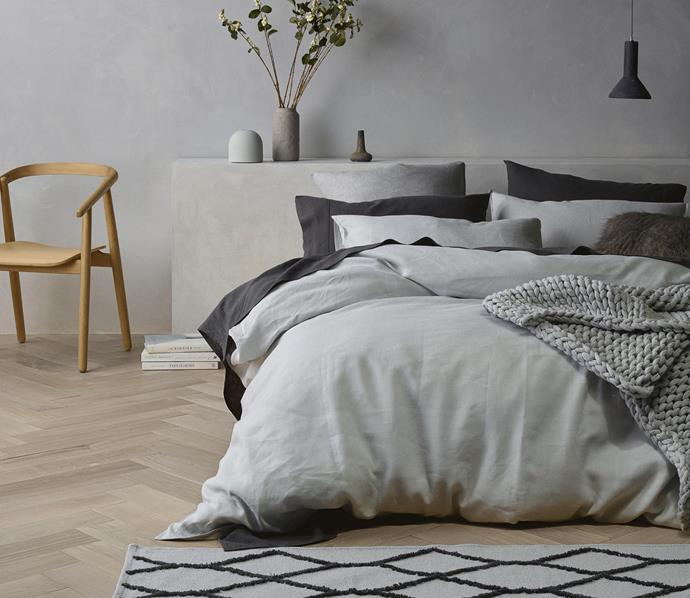 Aldi's linen sheet sets and quilt covers come in five assorted colours.