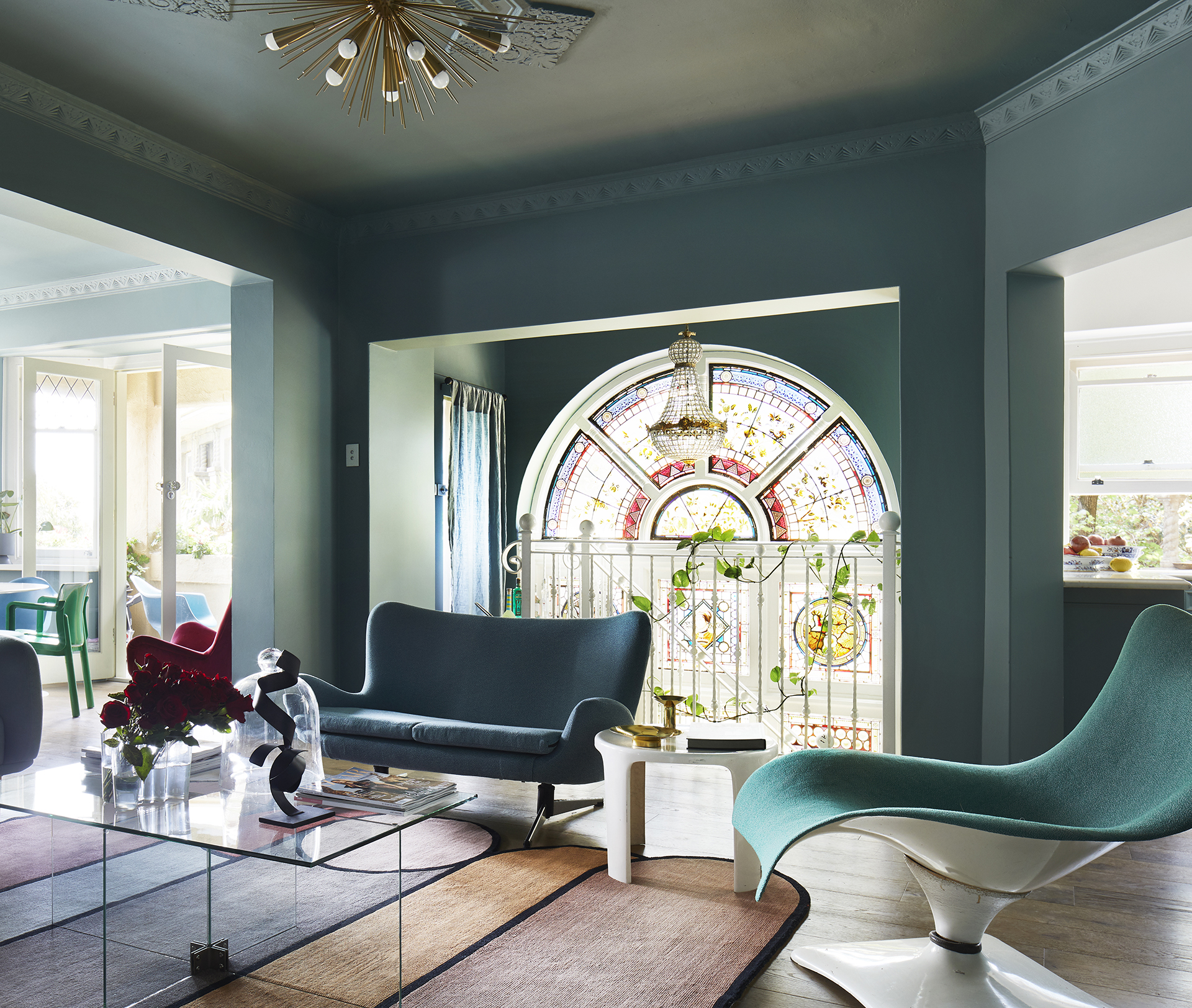 A glamorous makeover of a 1930s apartment