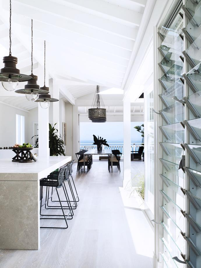 "Created by architect Walter Barda and interior designer Justine Hugh-Jones, this newly built [ultra-luxe beach house](https://www.homestolove.com.au/an-ultra-luxe-coastal-home-on-sydneys-northern-beaches-5955|target=""_blank"") in Sydney's Bilgola celebrates coastal living sans beachy clichés. From *Belle* November 2017."