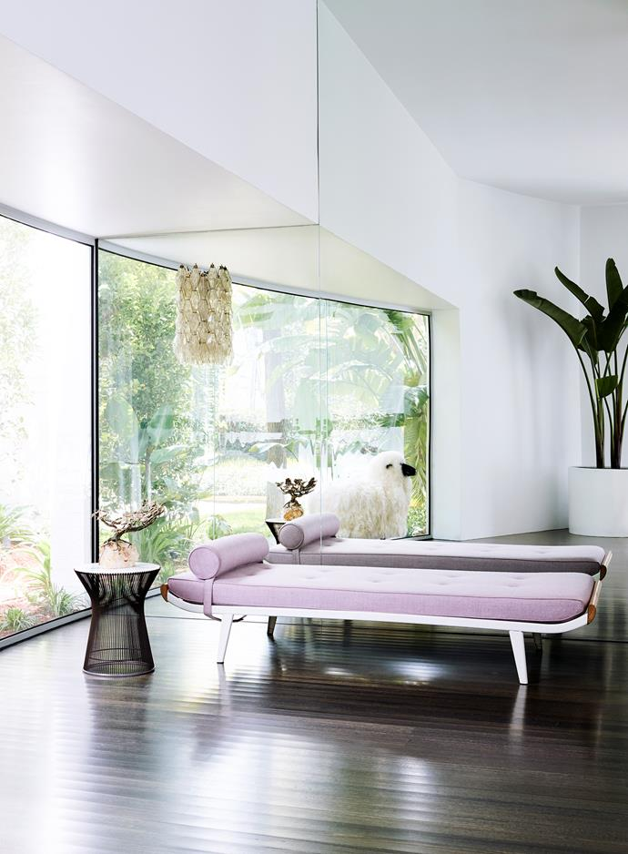 The nook lounge area features a vintage daybed in pink wool. Murano wall sconce and Knoll 'Platner' side table, both from De De Ce.