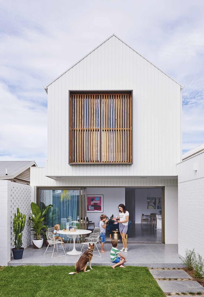"Generous glass sliding doors take up the width of the ground floor in this contemporary [Geelong home](https://www.homestolove.com.au/this-contemporary-geelong-home-was-built-in-just-five-months-17561|target=""_blank"") allowing the backyard to become a natural extension of the open-plan living and dining area."
