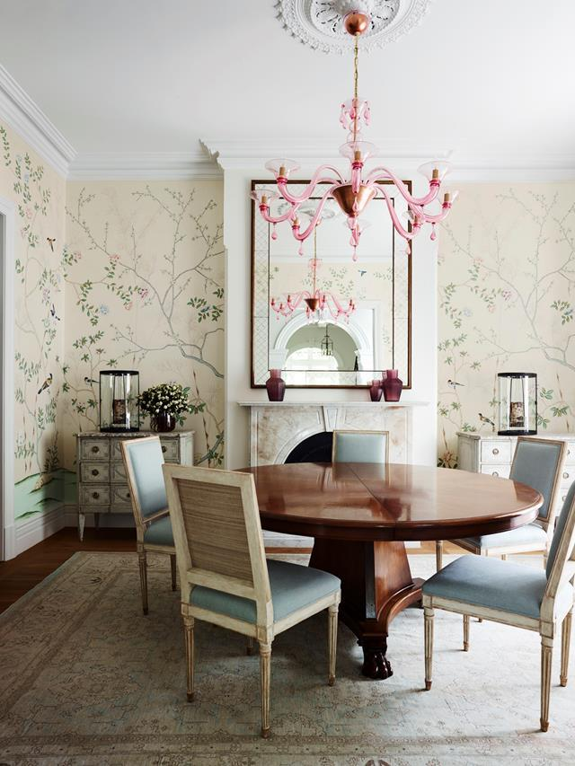 "With a pretty pastel colour palette and floral wallpapers aplenty, this grand [Federation house](https://www.homestolove.com.au/sydney-north-shore-federation-home-6204|target=""_blank"") evokes English style in a very Australian way. A Murano glass 1900s-style chandelier hangs in the dining room."