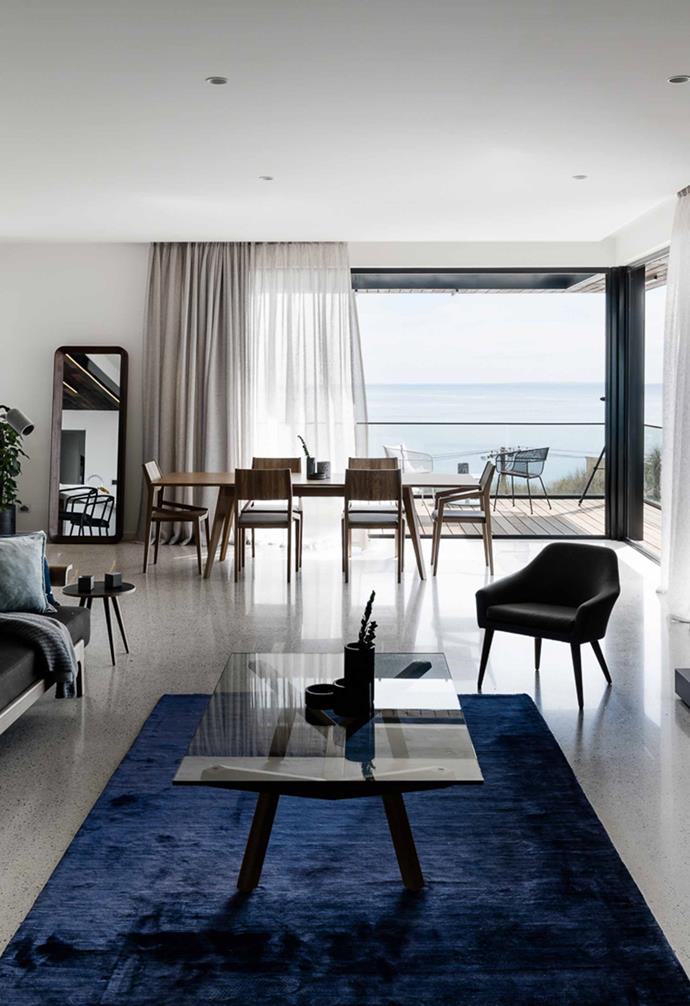 "This [modern coastal home](https://www.homestolove.com.au/modern-coastal-house-19462|target=""_blank"") was built on a precarious block of land that allowed the architect to take creative liberties in the design of a house that capitalises on ample natural light and stunning views. The open-plan living area connects seamlessly to the kitchen and dining areas, as well as the outdoor entertaining zone."