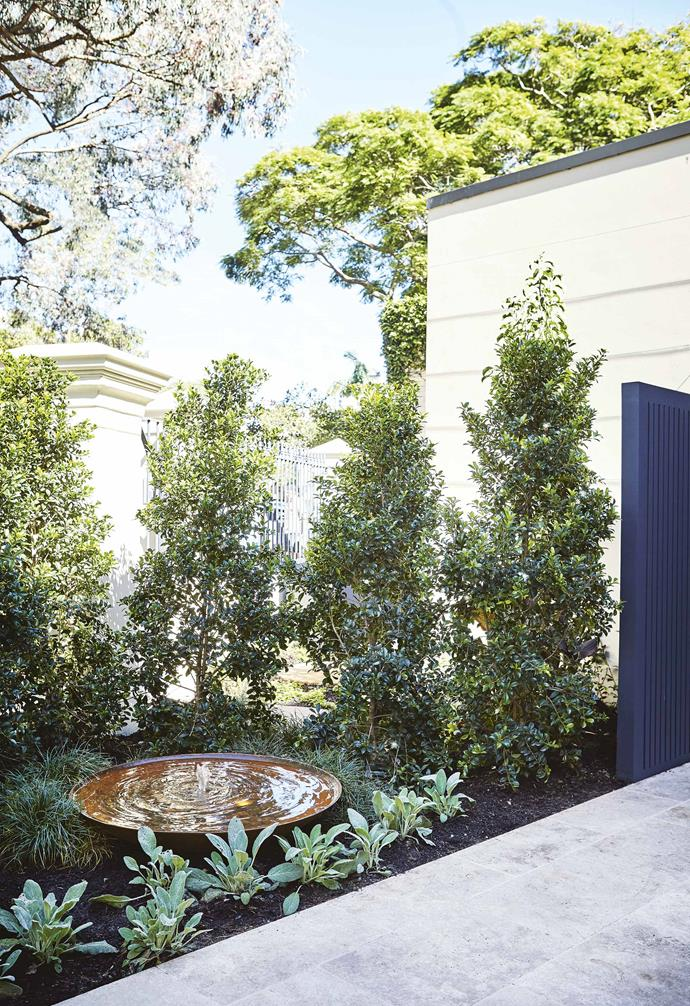"""The gravel is multipurpose too, a soft surface area that drains rainwater from the house while adding textural contrast. The [gravel](https://www.homestolove.com.au/gravel-driveway-20543